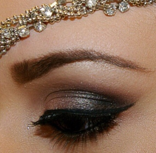 Brown make-up look with winked eyeliner