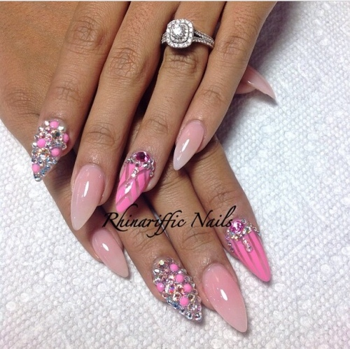 Pink with Diamonds nail-art @rhinarifficnails