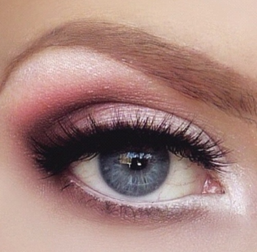 Pink, white make-up look