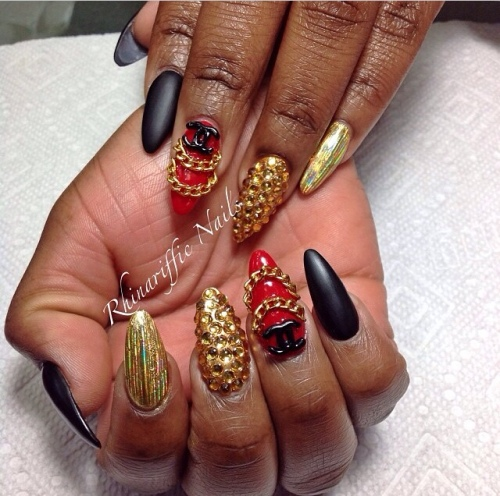 Red Gold Black Nail-art @rhinarifficnails