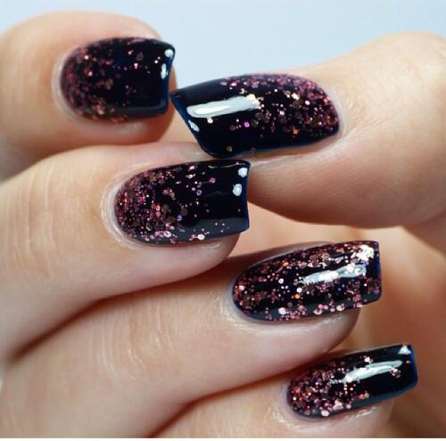 Black glitter nail-art