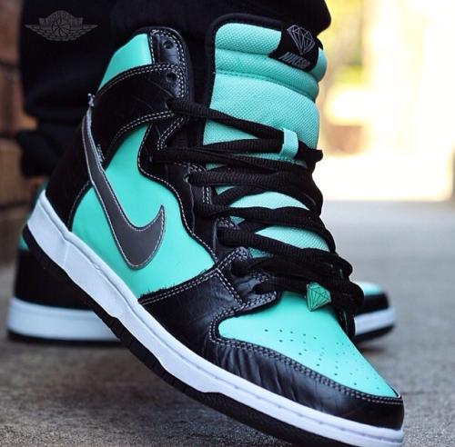 Nike mint sneakers