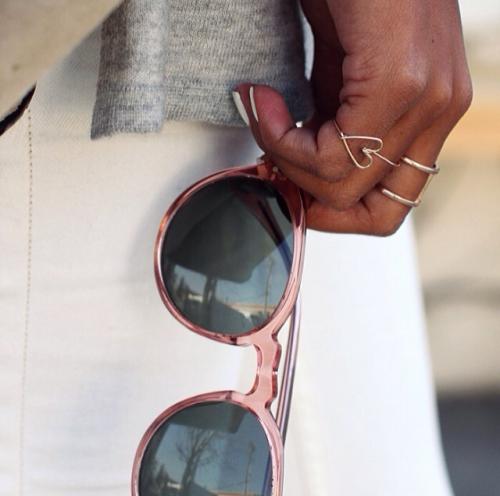 Sunglasses, zonnebril en ring