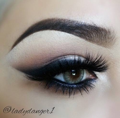 Wing Make-up Look