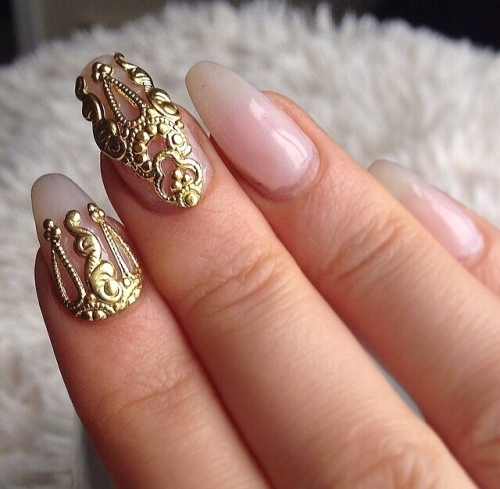 Gold accent Nails-art